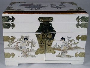 Elegant Oriental White Lacquered Jewelry Box